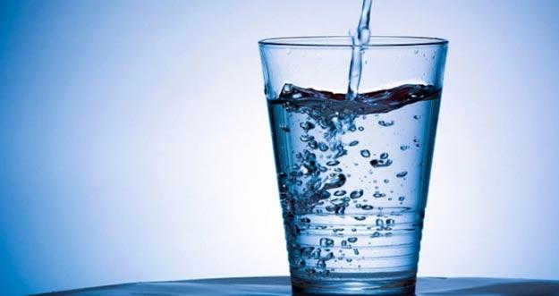 Benarkah Minum Air Alkali Bisa Menetralkan Tubuh?