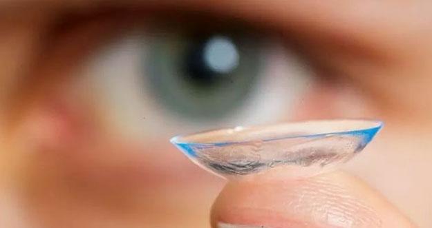 Efek Lupa Melepas Lensa Kontak Sebelum Tidur