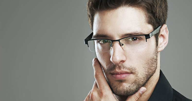 Alasan Kenapa Wanita Tertarik Dengan Pria Berkacamata