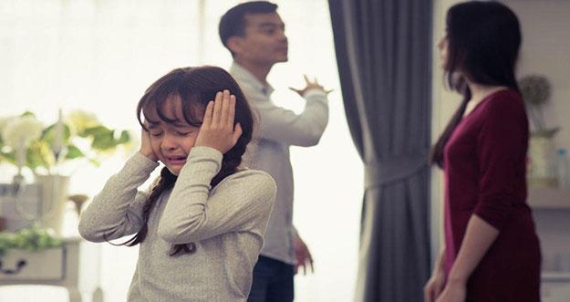 4 Alasan Tidak Boleh Bertengkar Di Depan Anak