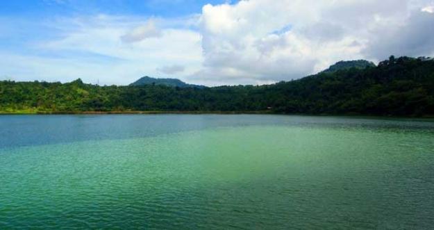 7 Danau Misterius Yang Dianggap Sebagai Sarang Monster