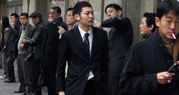 Trik Perusahaan Jepang Untuk Menghentikan Kebiasaan Merokok Pegawai