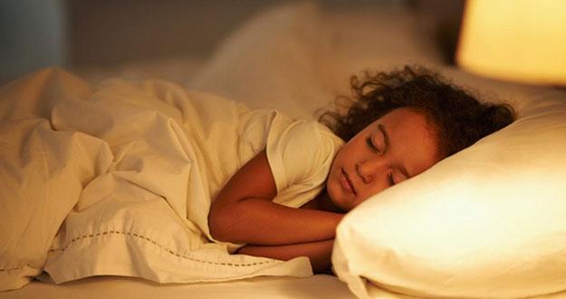 Tips Mengatasi Perubahan Waktu Tidur Anak