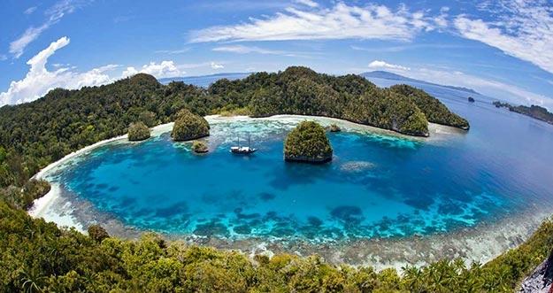 10 Pantai Paling Eksotis di Indonesia