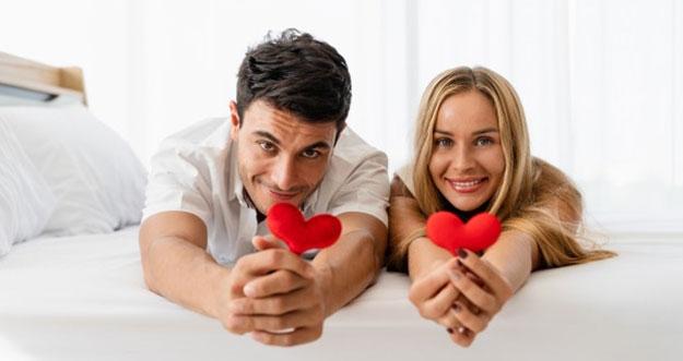 8 Cara Membuat Suami Merasa Bahagia