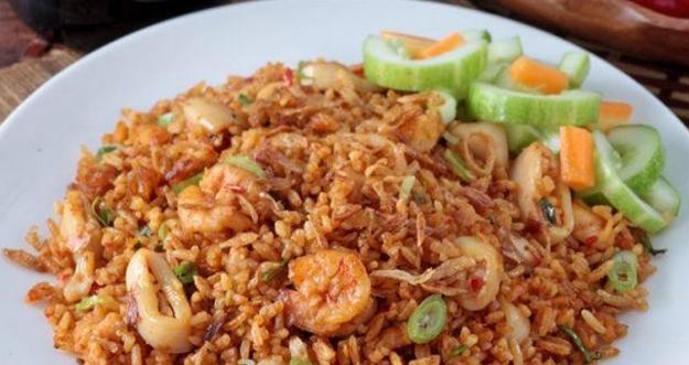 5 Langkah Masak Nasi Goreng Seafood Agar Tidak Bau Amis
