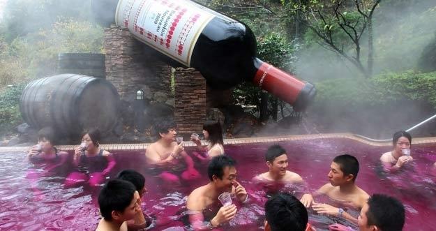 Yunessun Spa Resort di Jepang Menawarkan 25 Jenis Spa Unik