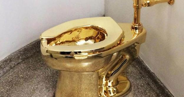 Toilet Emas Pertama Milik Museum Guggenheim Resmi Dibuka