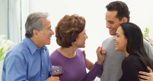 5 Sinyal Calon Mertua Tertarik Pada Kamu