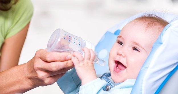 Bayi Tak Boleh Minum Air Putih Sebelum Usia 6 Bulan, Kenapa?