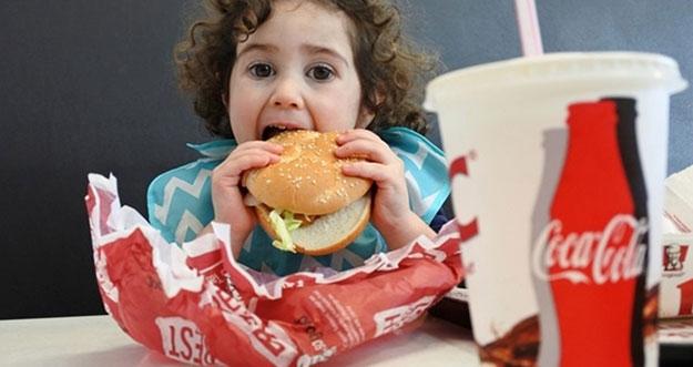 5 Jenis Makanan Yang Dapat Mengganggu Pencernaan Anak