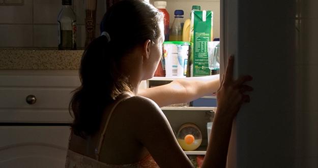 6 Cara Hindari Kebiasaan Ngemil Larut Malam