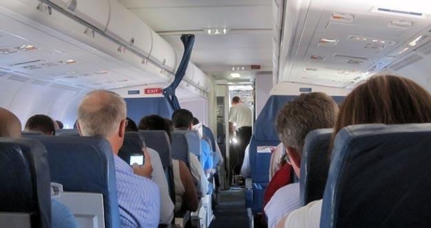 Ternyata Hal Ini Dianggap Lebih Penting Oleh Pria Ketika Di Pesawat