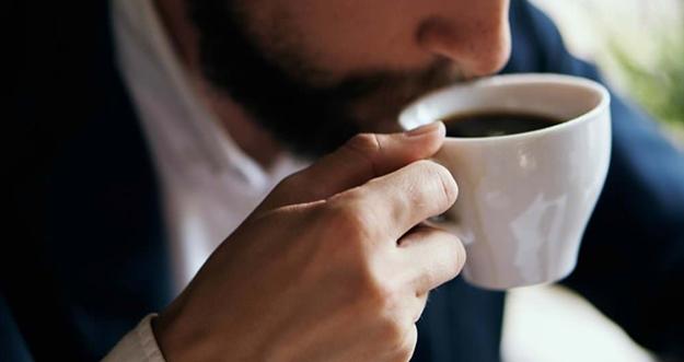 Tips Agar Gigi Tak Rusak Ketika Minum Kopi