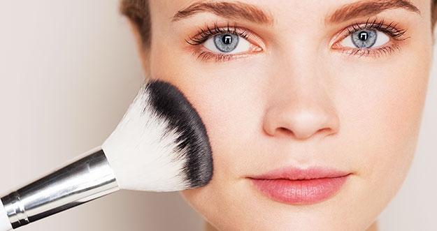 Tips Makeup Bagi Mereka Yang Berjerawat
