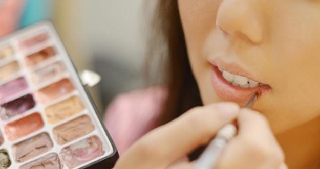 Tren Warna Lipstik Untuk Lebaran 2016